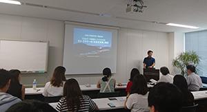 名城大学経済学部の学生らが来社し、社長が講演